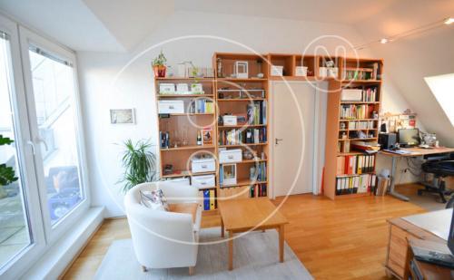 Perfekte 2-Zimmer-DG-Wohnung mit Terrasse & Garage