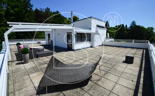 Dachgeschosswohnung mit riesiger Dachterrasse und zwei Garagen