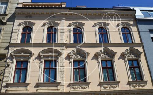 Moderne DG-Maisonette mit Terrasse in Toplage