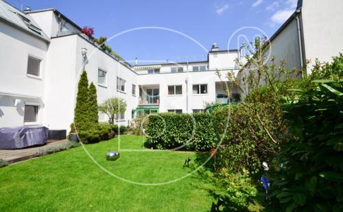 Grünruhelage: 3-Zimmer-DG-Wohnung + Terrassen + Garagen
