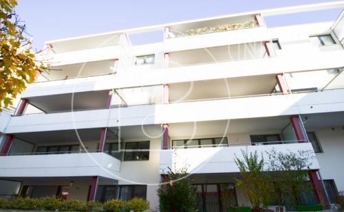 3-Zimmer-Loggia-Wohnung mit Garage & Schwimmhalle!