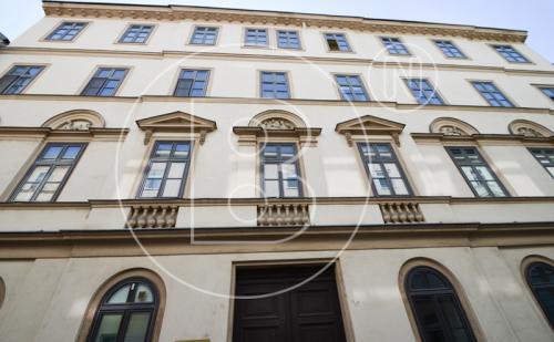 Renovierte Loggia-Altbauwohnung in Bestlage - Erstbezug!