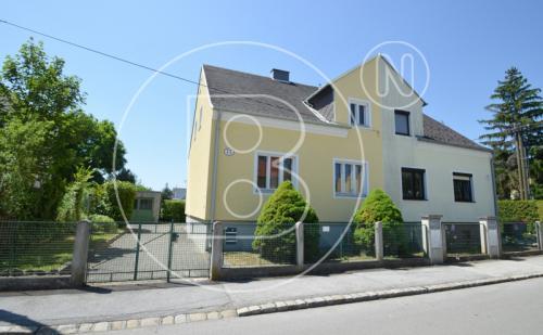 Renovierungsbedürftiges Einfamilienhaus mit Erweiterungspotential!