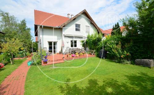 Gekuppeltes Einfamilienhaus in Grünruhelage
